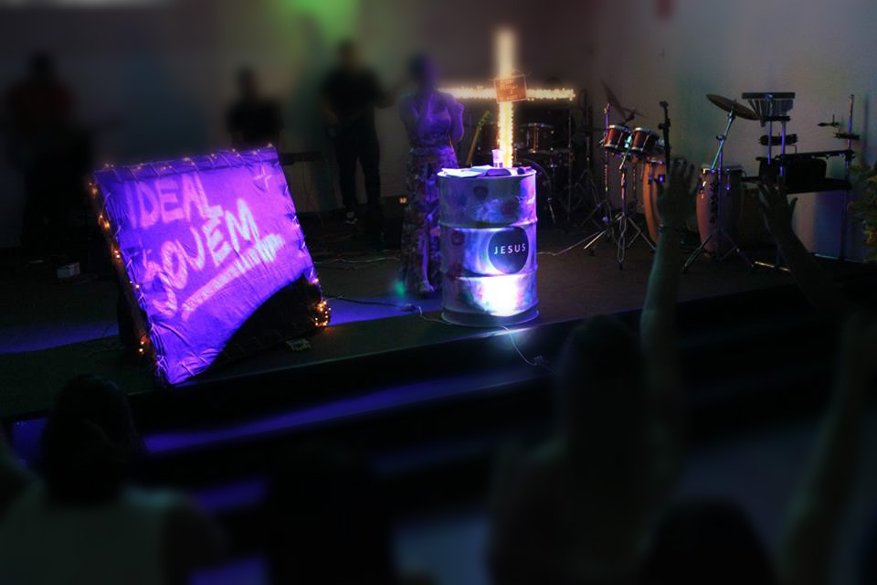 decoracao de sala jovem:tambor para servir de apoio na hora de suas programações